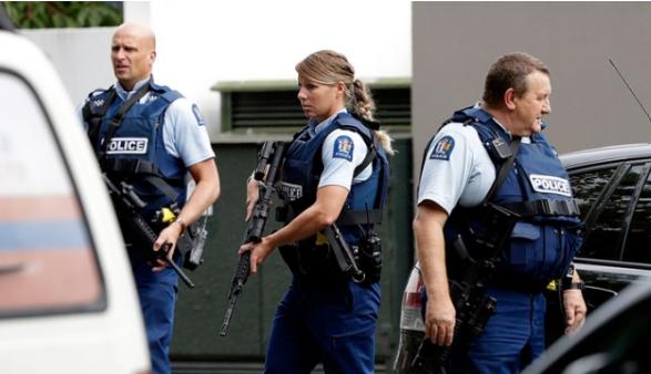 新西蘭警方高度戒備,呼籲民眾留在室內(美聯社)