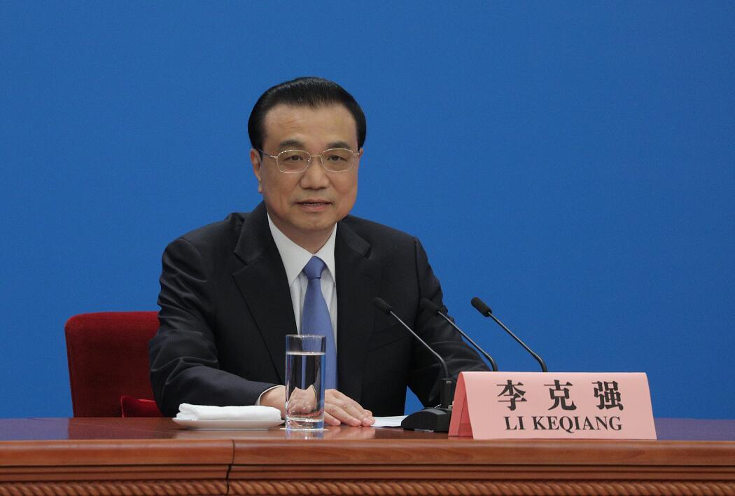國務院總理李克強在北京人民大會堂會見採訪十三屆全國人大二次會議的中外記者並答記者問。(大公文匯全媒體記者 麥鈞傑 攝)