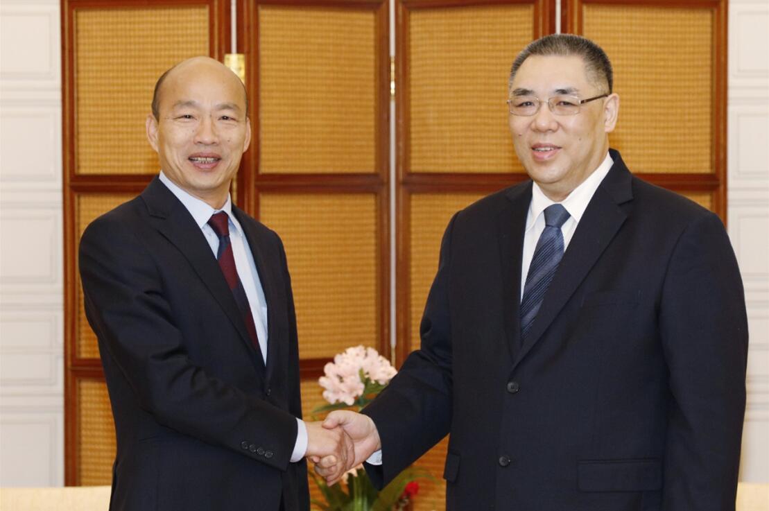 崔世安與韓國瑜親切握手(圖片來源:澳門特區政府新聞局)