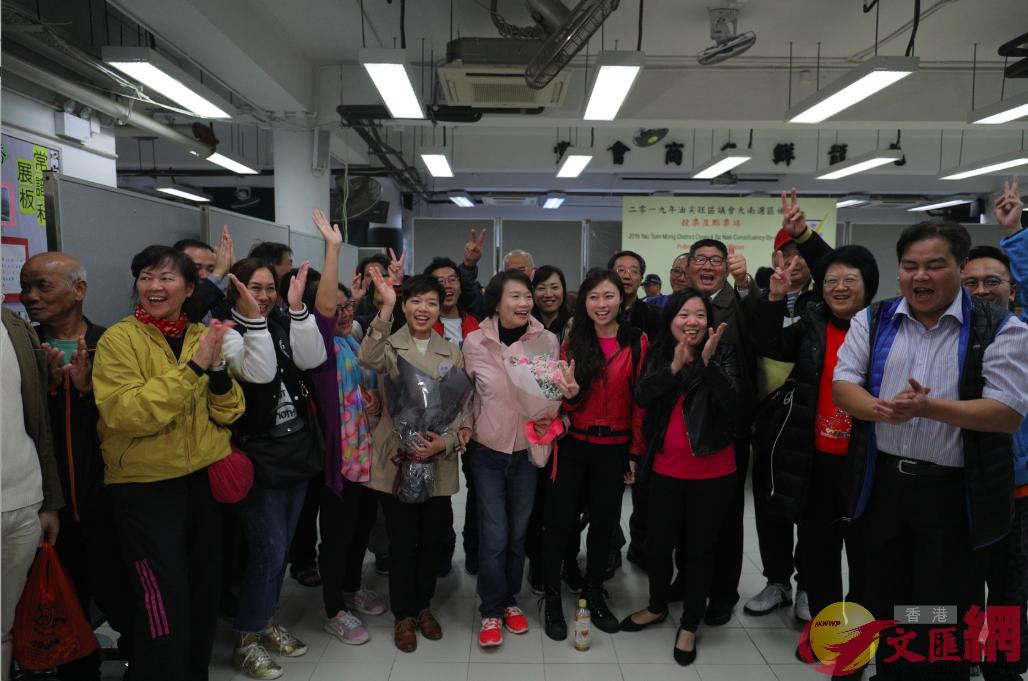 李思敏與支持者慶祝勝選