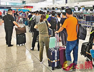 香港國際機場增設防疫站為有需要人士注射麻疹疫苗(文匯報資料圖)