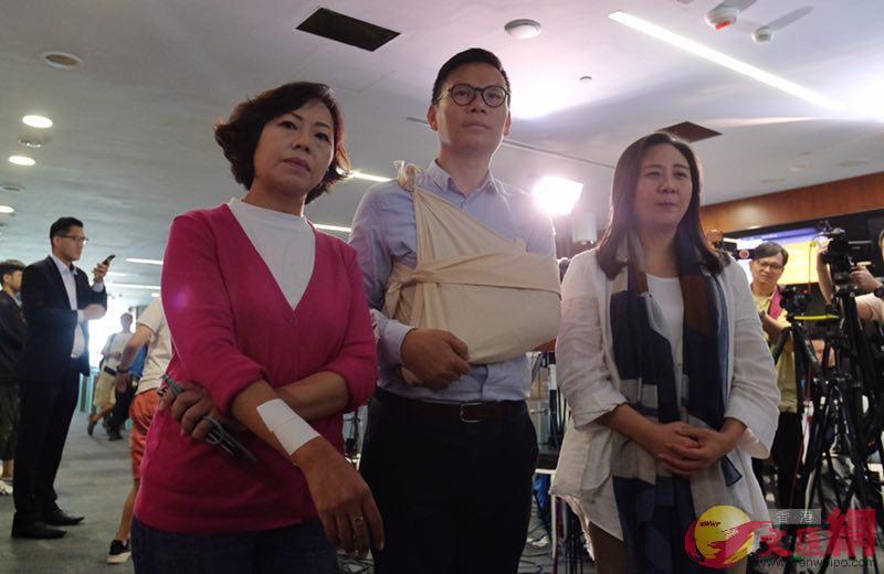 三位建制派議員被反對派議員推撞受傷(全媒體記者麥鈞傑攝)