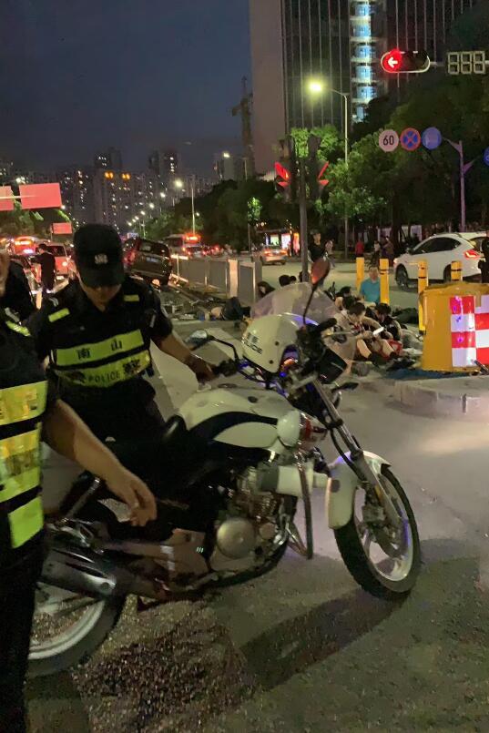 警方在事故現場(網絡圖片)