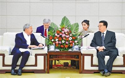 5月22日下午,自治區黨委書記吳英傑會見了美國駐華大使泰里·布蘭斯塔德夫婦一行。