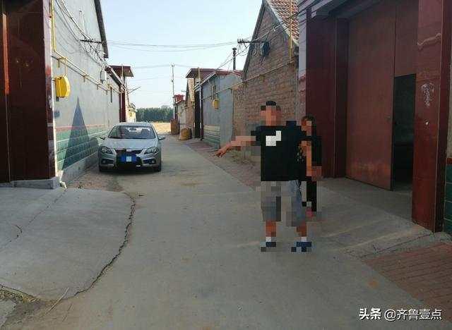 6月6月10日晚聶姓快遞員坐在張某家前的位置。