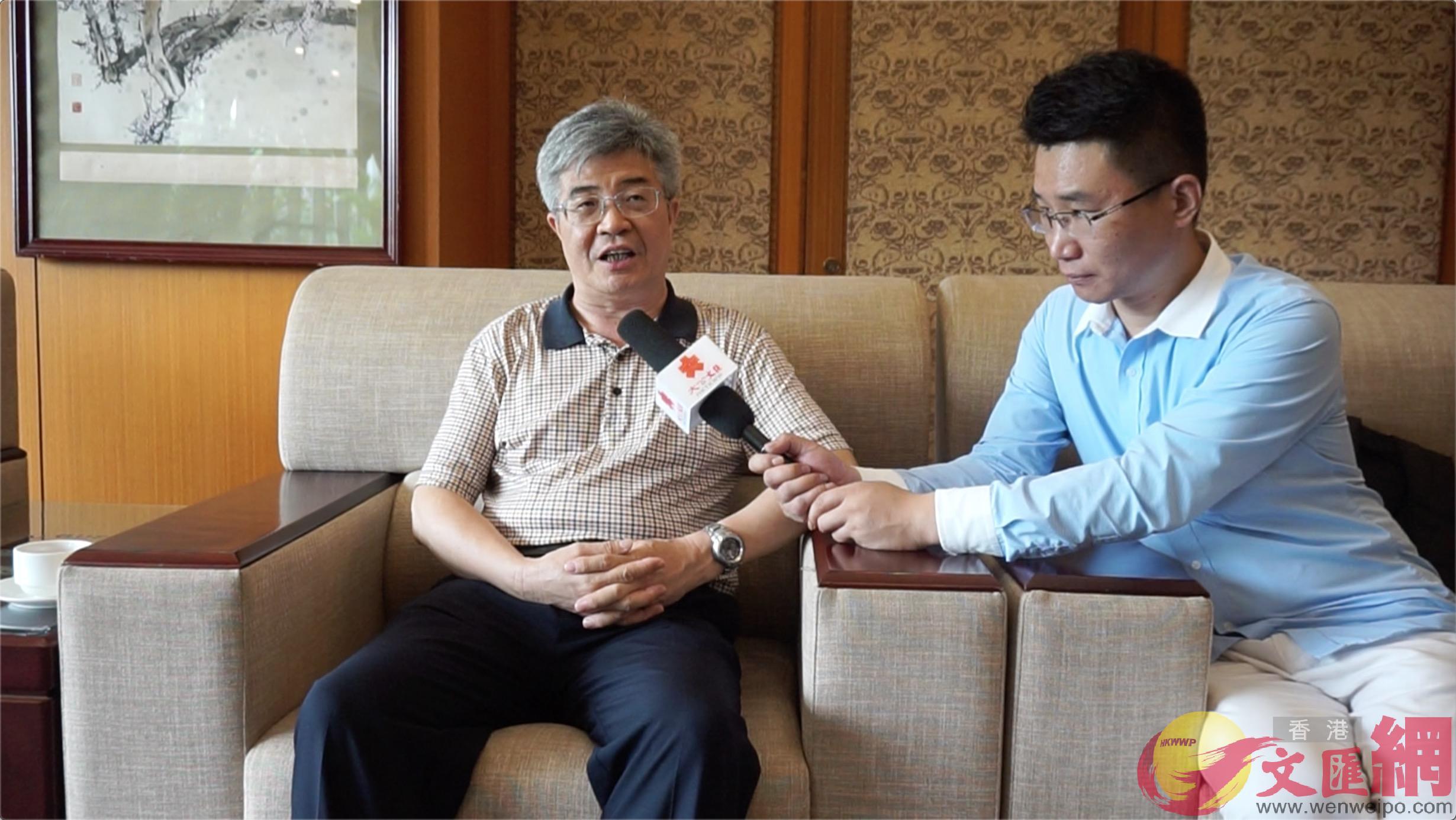 中山市政協主席丘樹宏接受記者採訪(胡永愛 攝)