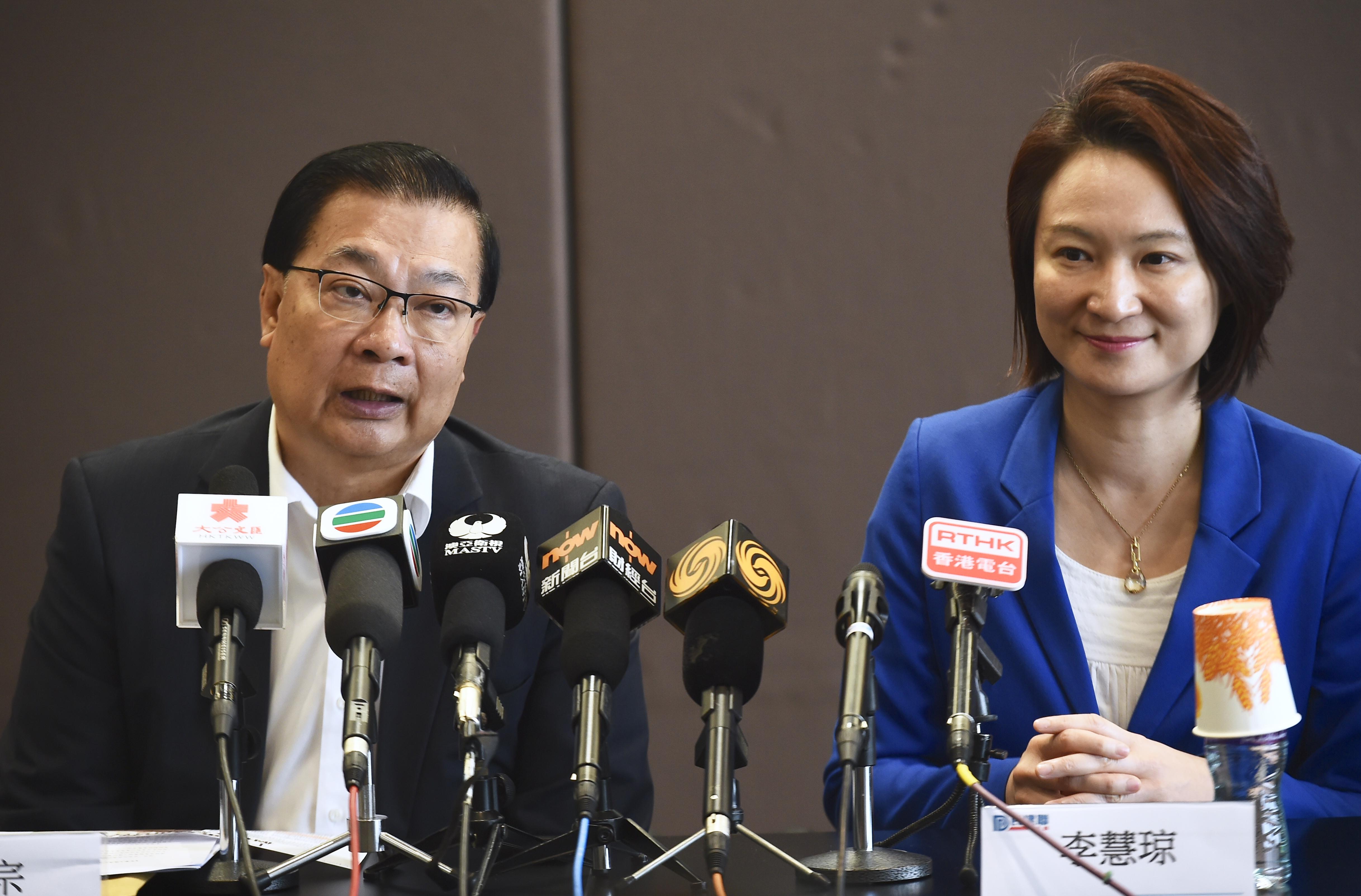 譚耀宗(左)和李慧琼(右)(中新社資料圖片)
