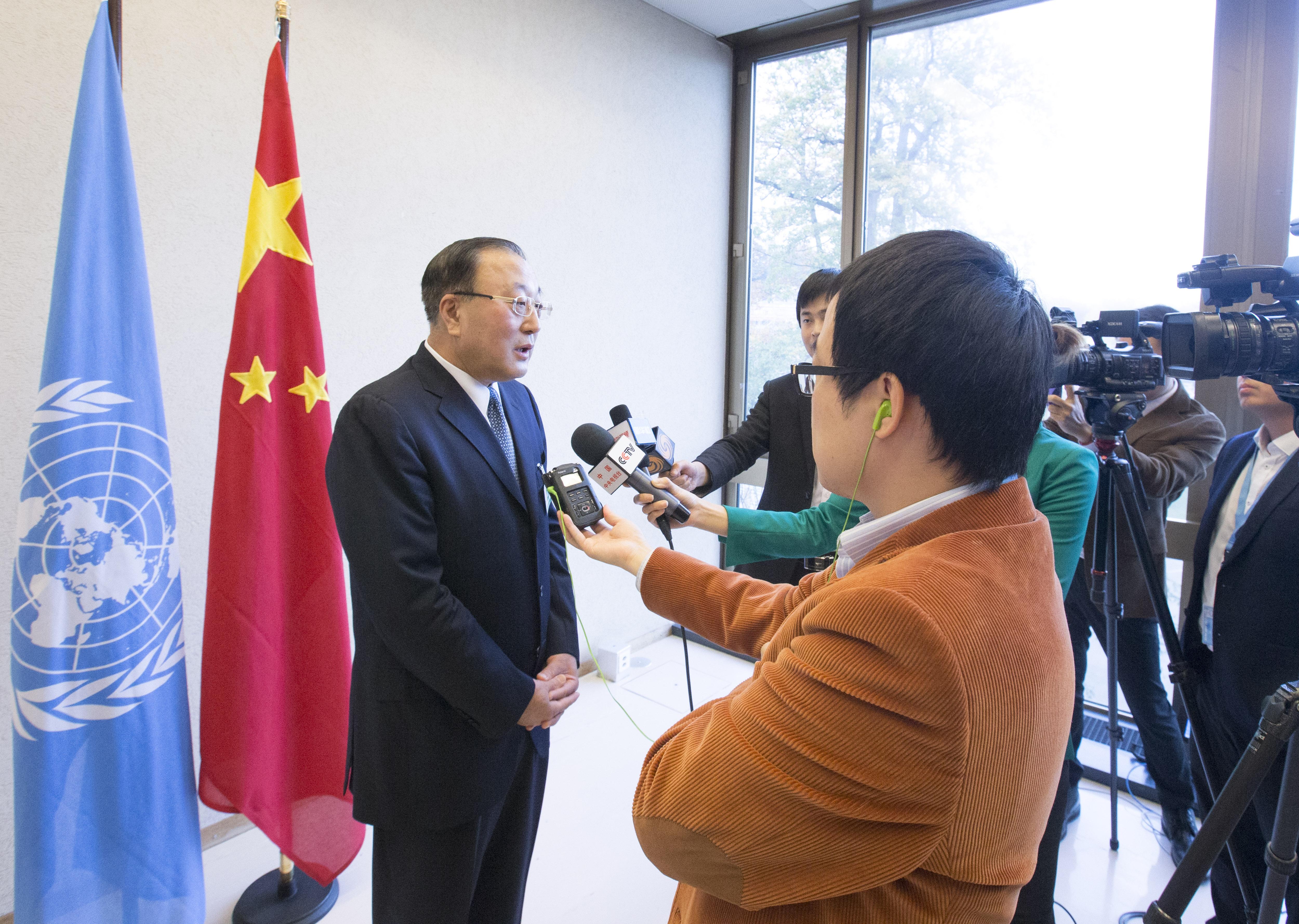 外交部部長助理張軍(左一)表示,G20不會且不允許討論香港問題。(新華社資料圖片)