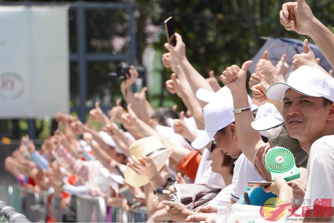市民參加慶回歸活動(全媒體記者 陳儀雯 攝)