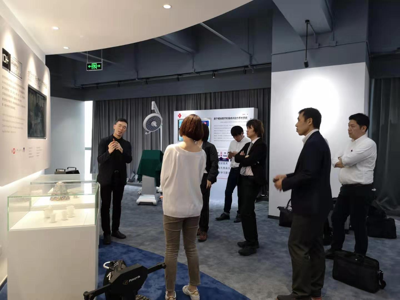 葉智榮介紹自己的產品設計。