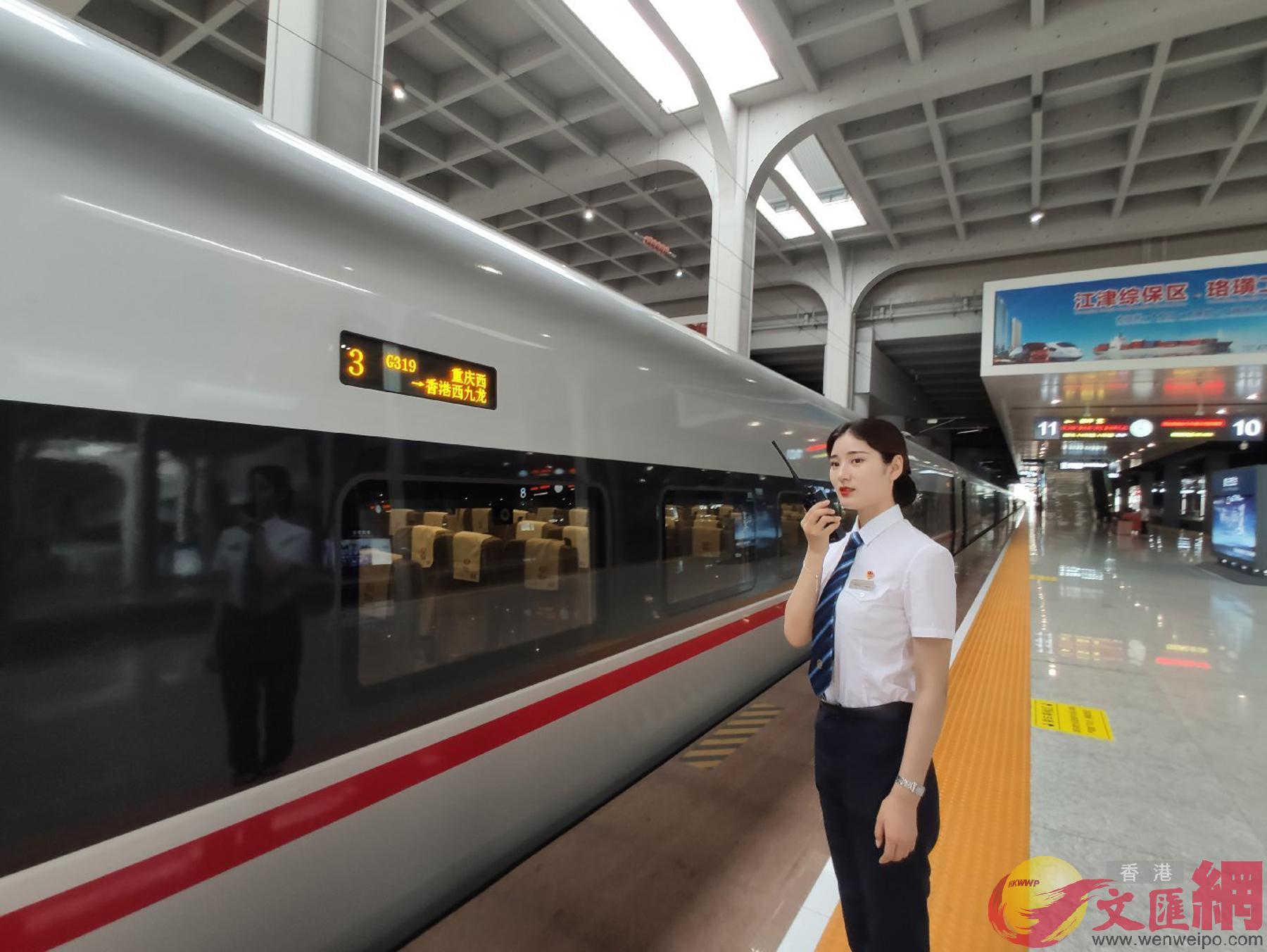 今日上午,G319列車從重慶西站首發,下午15:57分到達香港(孟冰 攝)