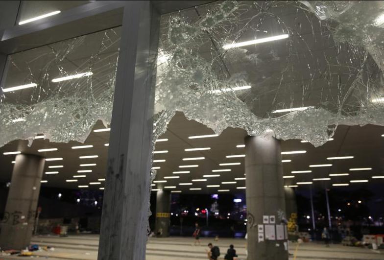 立法會大樓遭到暴徒肆意破壞(大公報資料圖)