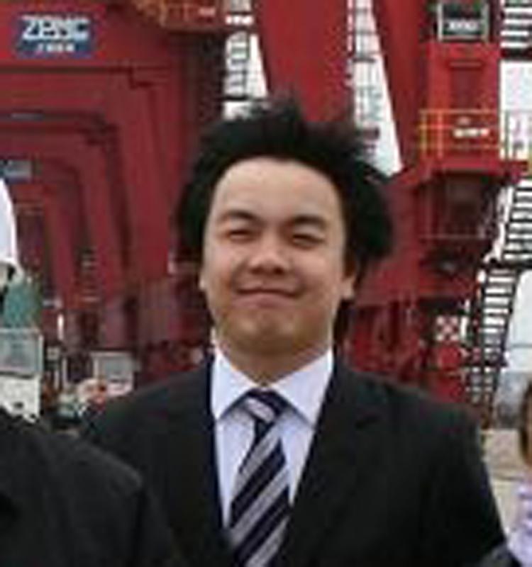 Eadeh丈夫名為David Ng(吳仲明),二人均在美國外交系統工作