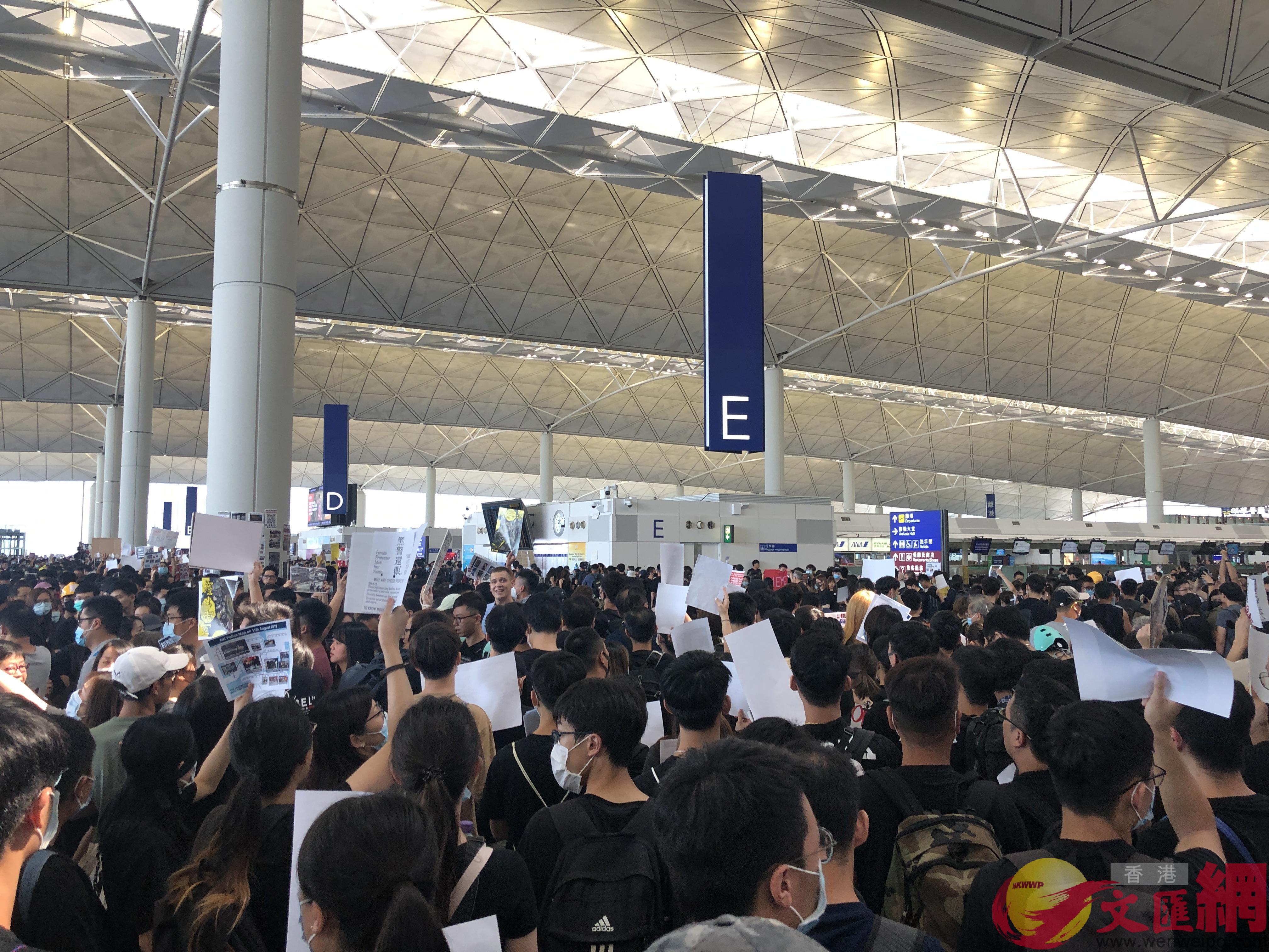 黑衣人癱瘓機場(大公文匯全媒體記者攝)