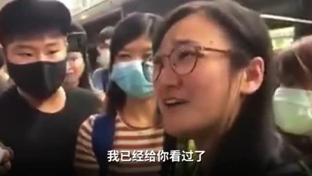 中通社記者當時已出示記者證(視頻截圖)