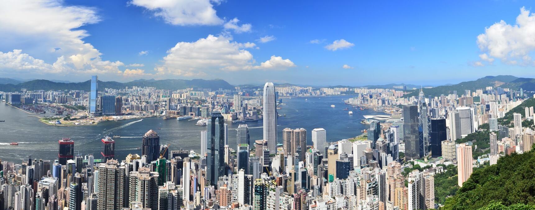 林鄭月娥不同意惠譽降港評級,並強調混亂未削弱「一國兩制」。圖為香港維港兩岸風景。(文匯報資料圖片)