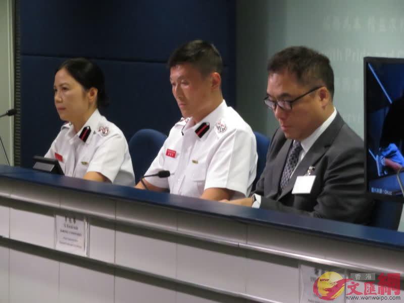 有組織罪案及三合會調查科高級警司李桂華(右)見傳媒(大公文匯全媒體記者 程朗 攝)