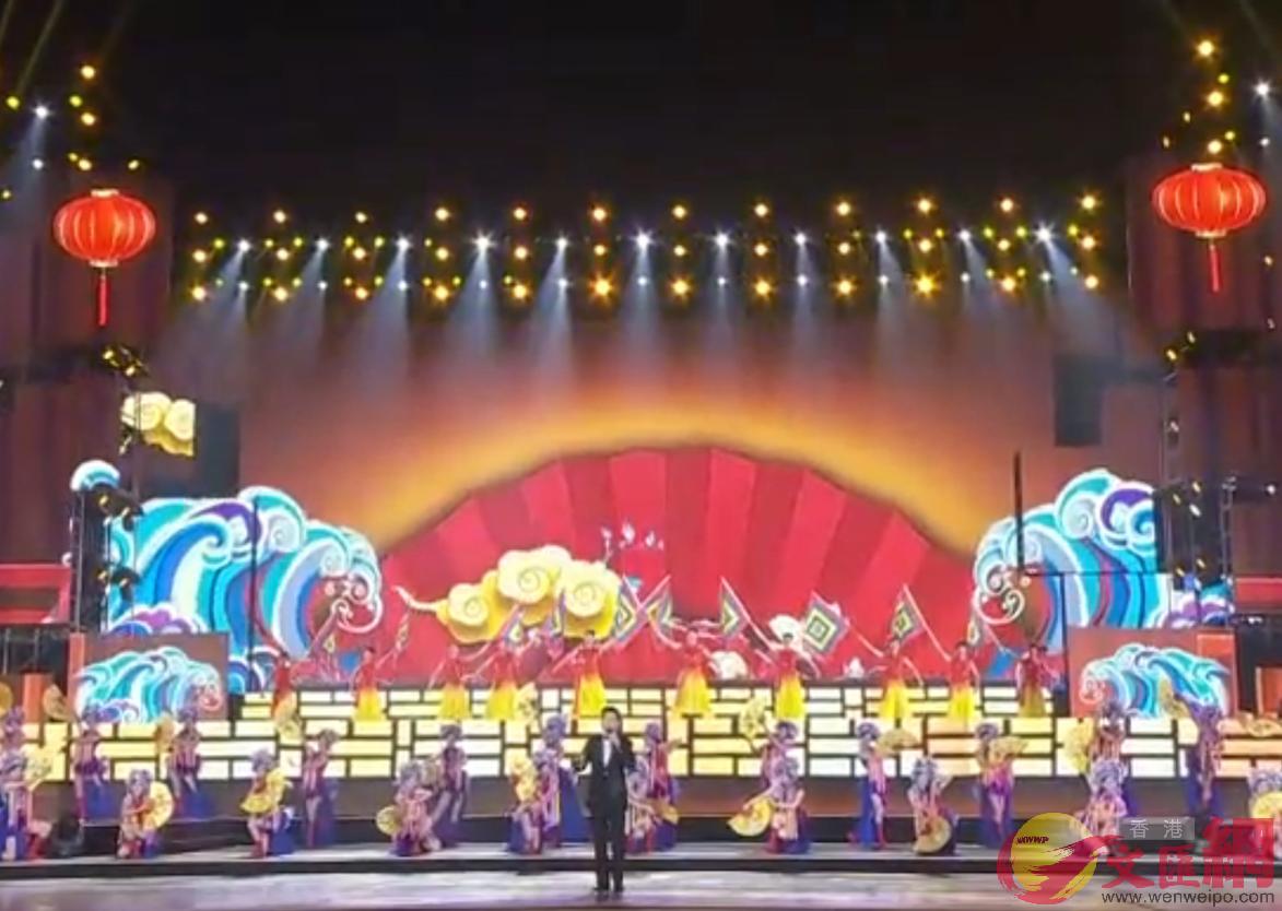 「我愛你中國」深圳文藝晚會歌唱表演 記者何花攝