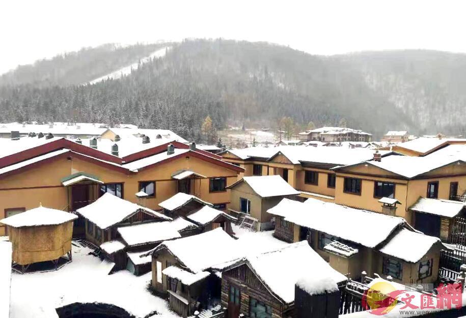 雪鄉雪量大、雪質粘、雪期長,每年十月開始降雪至次年四月。于海江/攝