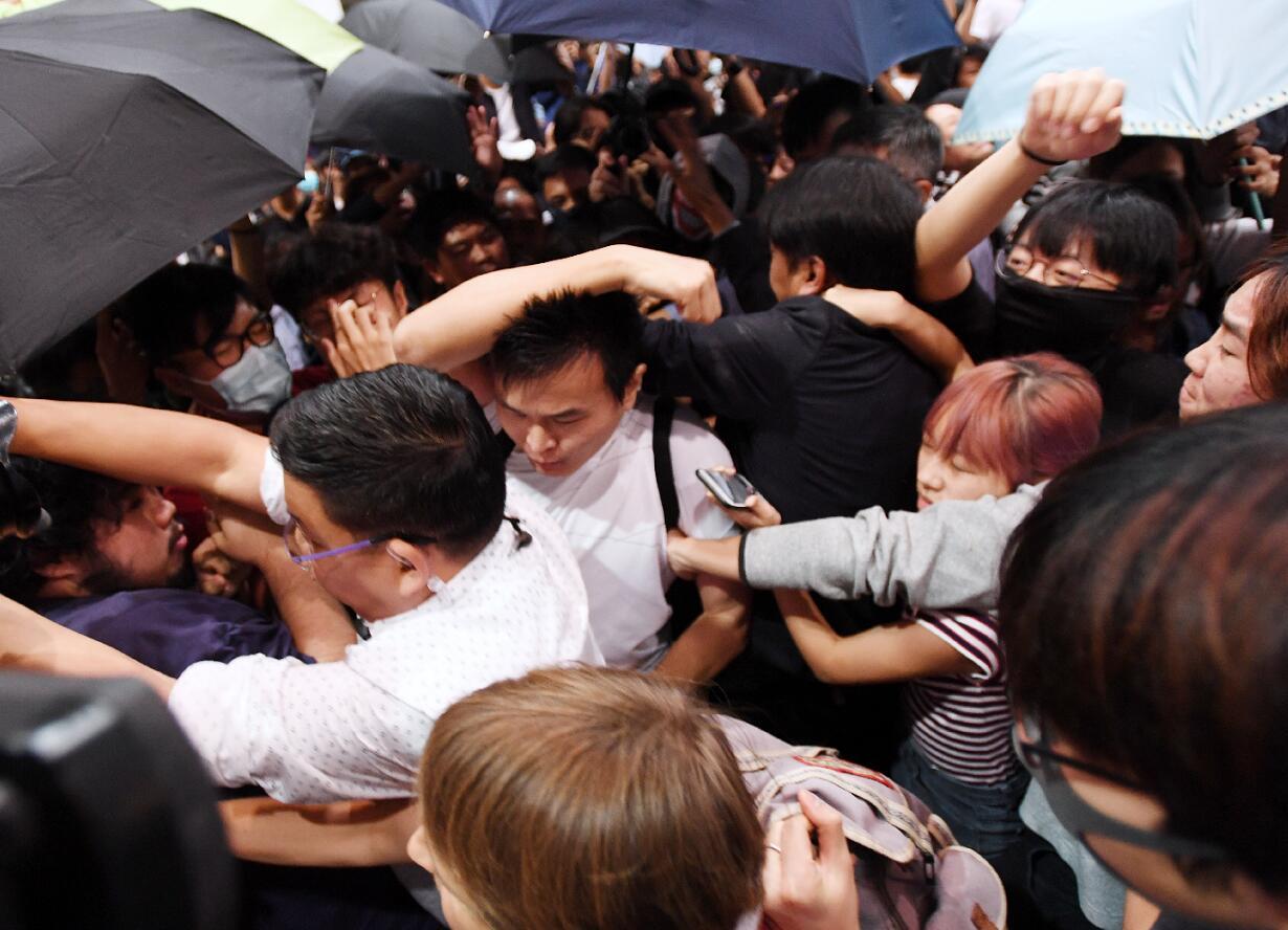 本月6日,港科大一名內地學生於校園論壇會上被襲擊(大公報)