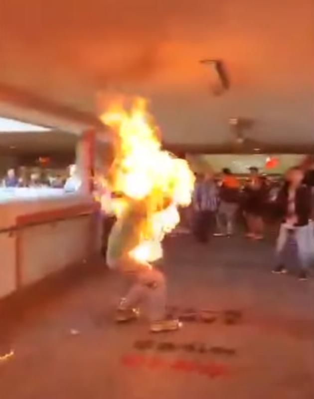 李先生被暴徒放火燒傷,目前在深切治療部留醫,情況危殆(大公報圖片)