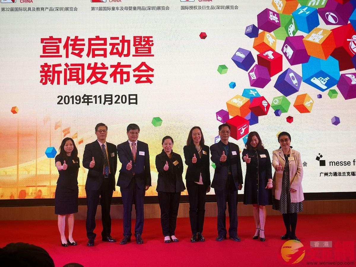 廣東省玩具協會會長李卓明(圖右三)表示,在中美貿易摩擦背景下,中國玩具出口不降反升。(記者 方俊明攝)