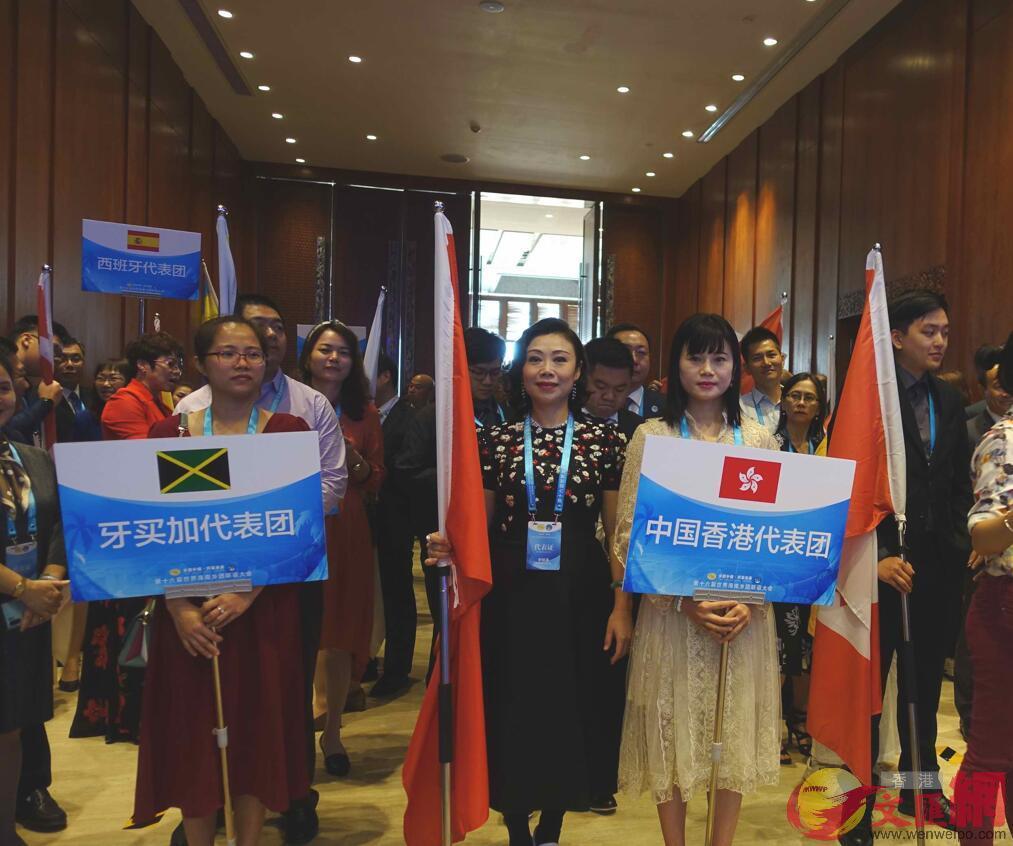 香港代表團入場時受到熱烈歡迎(何玫 攝)