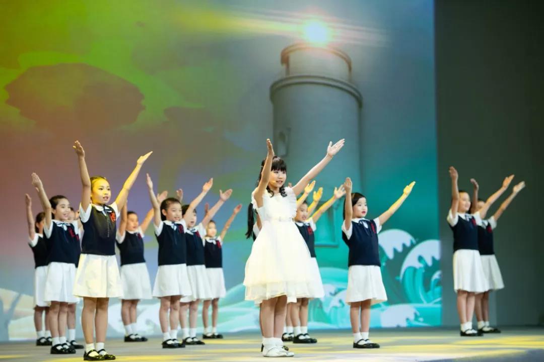 8月3日,澳門學生在「我和我的祖國主題會」上演唱《七子之歌》(圖:新華社)