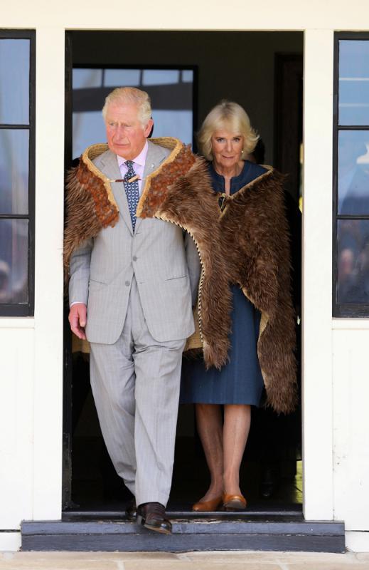 圖:安德魯醜聞爆發時,查爾斯(左)正與妻子出訪新西蘭。路透社