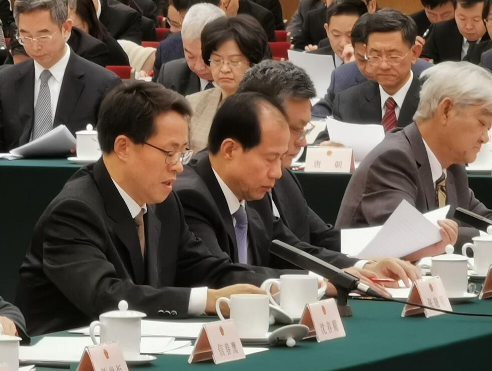 國務院港澳辦主任張曉明(左一)發言