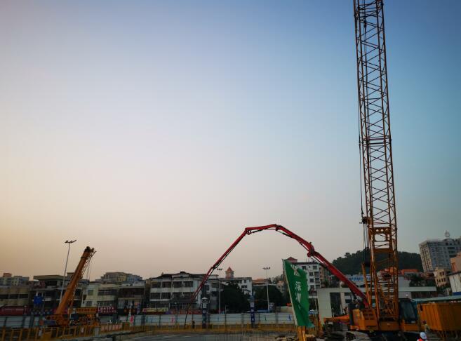 1月7日,深圳地鐵12號線懷德站主體結構順利封頂。