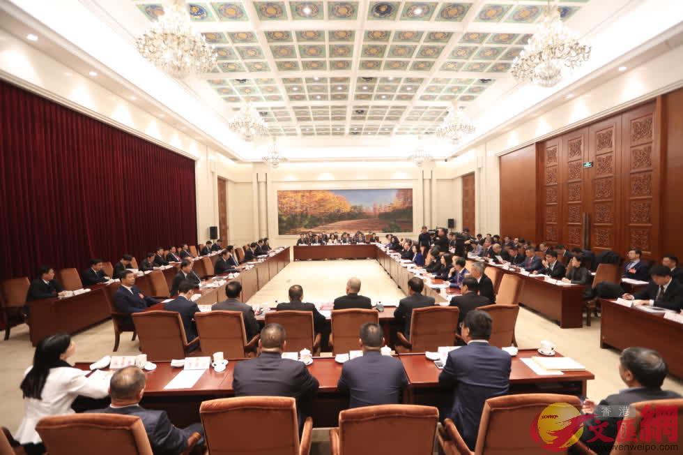 22名港澳委員座談 共謀吉林發展 (記者 盧冶 攝)