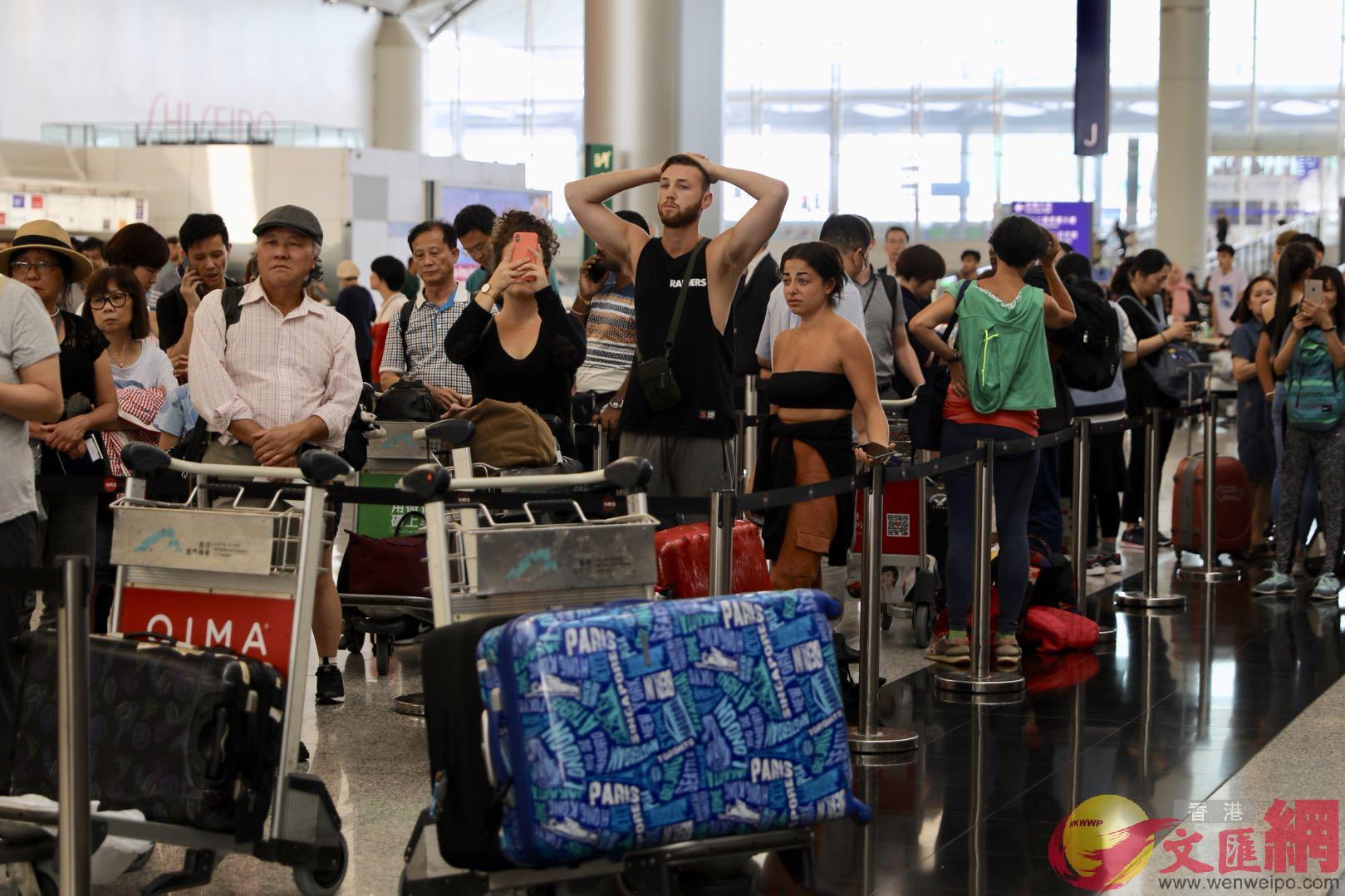 香港旅議會表示農曆新年大約2600個內地旅行團取消。