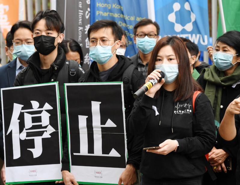 撐暴「醫員陣線」及泛暴派政客拒絕收手,昨在鏡頭簇擁下走去特首辦示威搞事。大公報