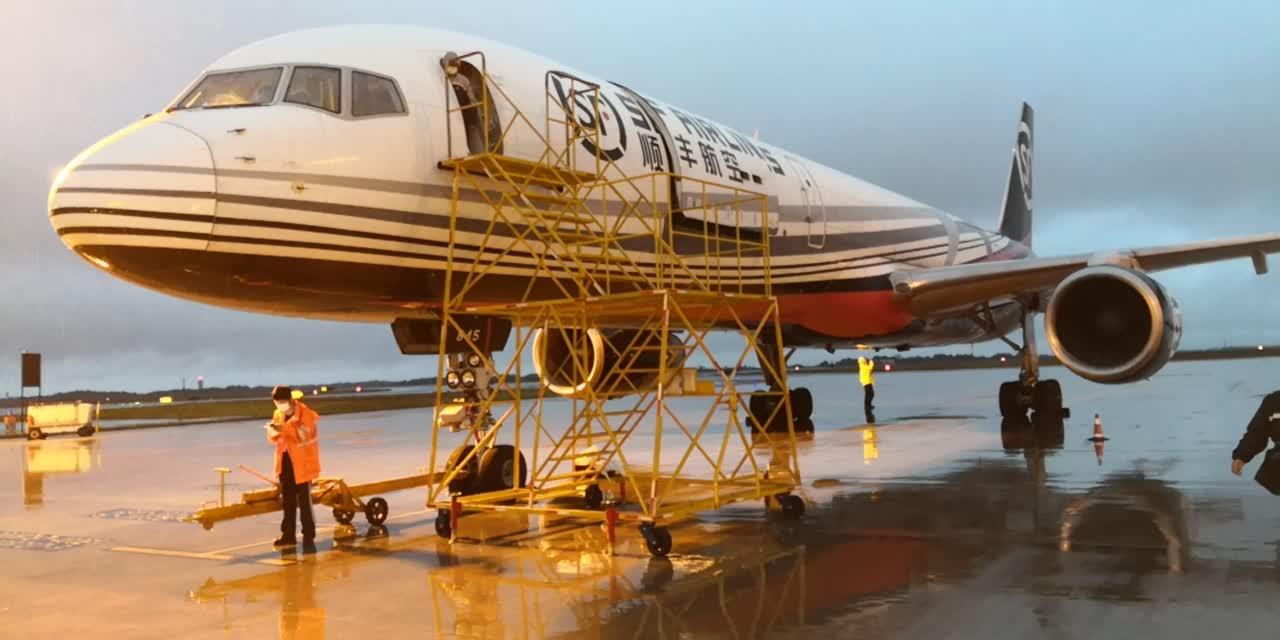 今天早上7時許,滿載13噸貨物的順豐航空波音757-200F型全貨機從長沙黃花機場起飛,前往香港(長沙市政府物流口岸辦供圖)