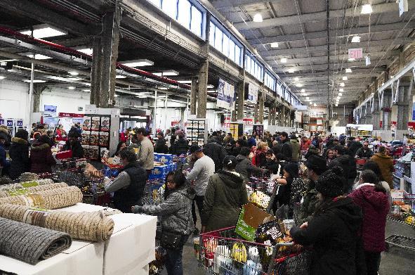 紐約州宣佈進入緊急狀態,民眾超市採購生活用品(新華社資料圖)