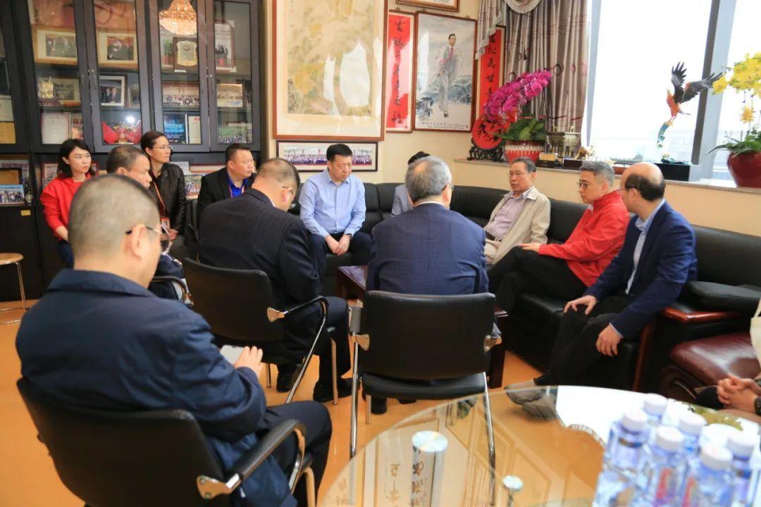 1月25日上午,鍾南山院士與專家研判目前疫情發展,研究相關對策和建議