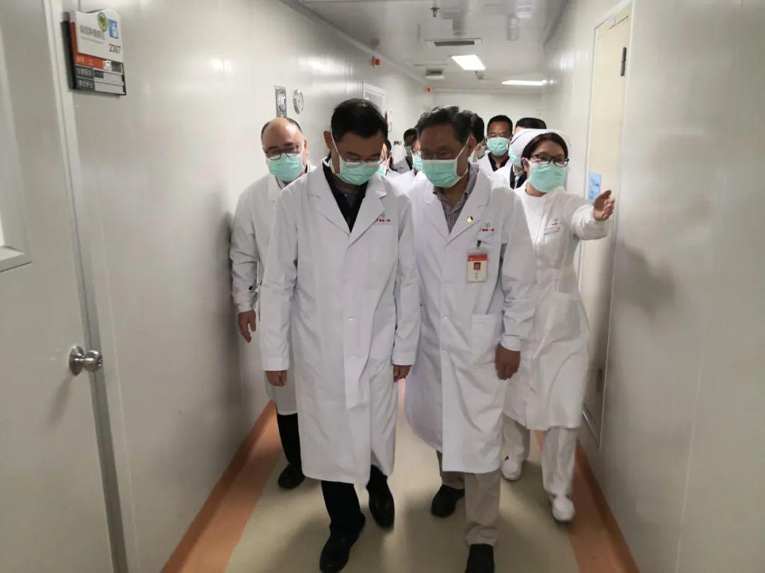 1月24日,大年三十,廣州市市長溫國輝來廣醫附一醫院調研並檢查疫情防控工作