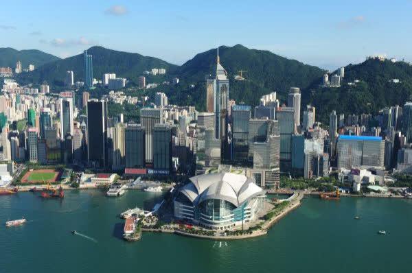 政府發言人指,惠譽關於香港與內地的經濟和金融聯繫日益加深不利香港信貸評級的觀點,沒有事實基礎,難以令人信服(文匯報資料圖片)