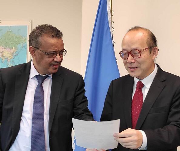 中國常駐聯合國日內瓦代表陳旭和世衞總幹事譚德塞(中新社資料圖)