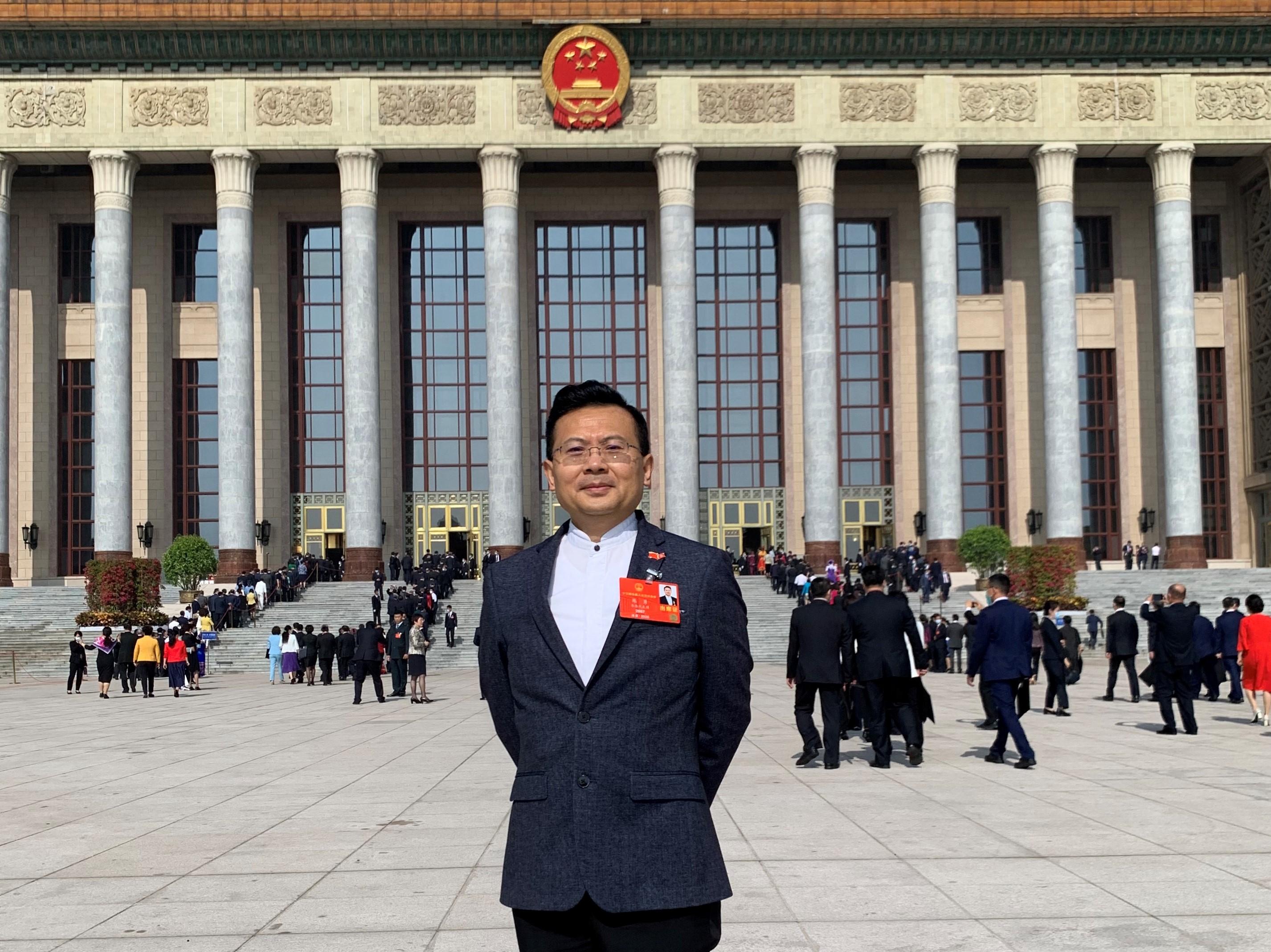 陳勇表示,在香港遇到困難時,祖國是最大的靠山(受訪者提供)