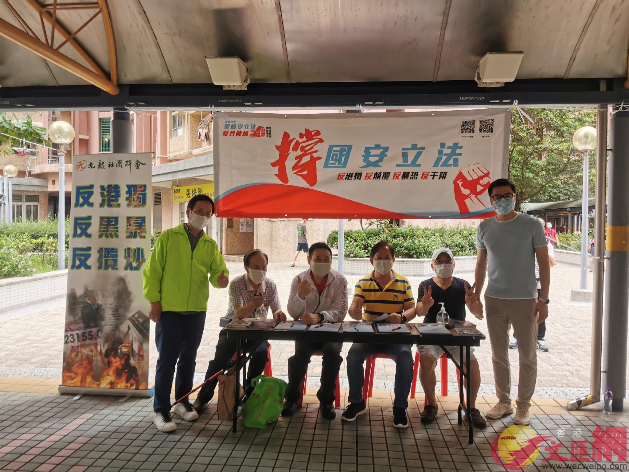 民政事務局局長徐英偉、民建聯立法會議員柯創盛在觀塘秀茂坪街站