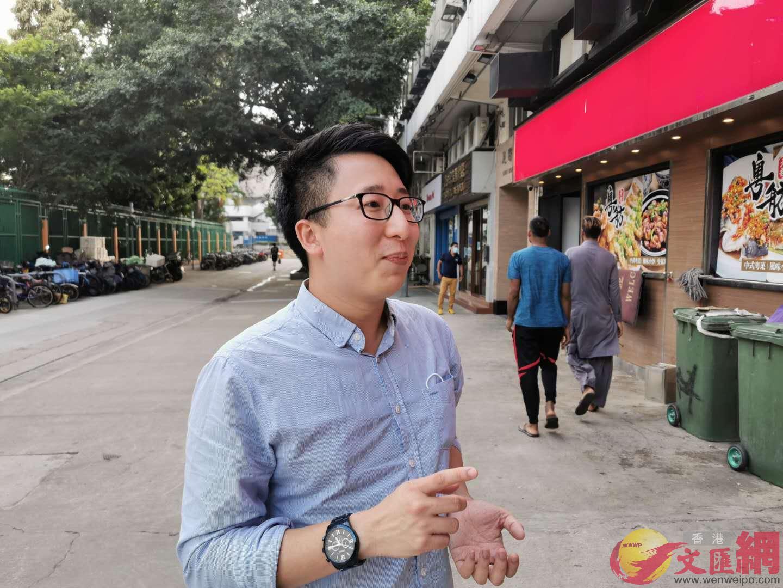 民建聯社區幹事司徒駿軒表示,早前向天水圍房屋署申請張貼海報,可是有關的海報被房屋署拒絕(本網記者攝)