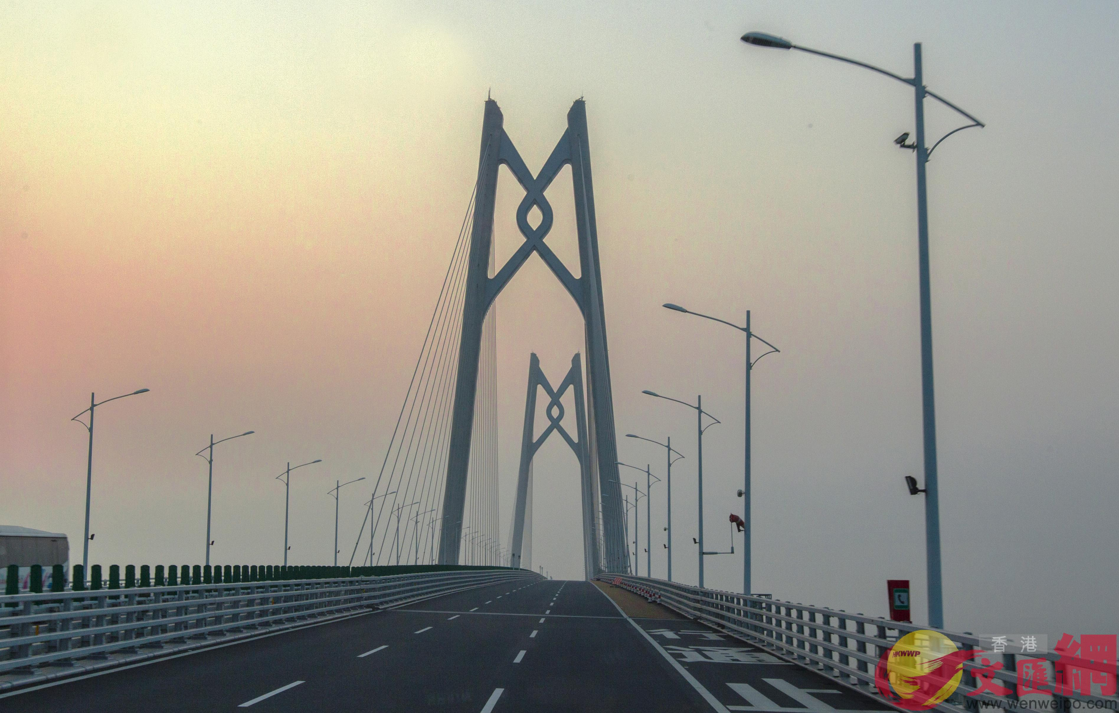 港珠澳大橋5G通信網絡全線開通,實現橋區內地部分5G信號全面覆蓋。(方俊明攝)