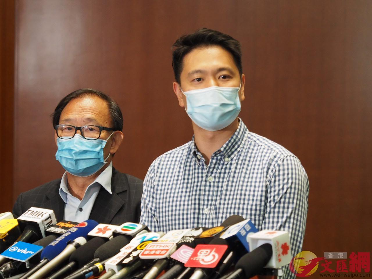 周浩鼎(右)強烈譴責連日來有人冒認他的名義發出假消息,引起社會恐慌。(大公文匯全媒體資料圖片)