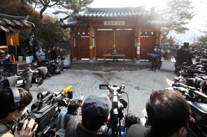 李萬熙3月初曾就事件下跪致歉。(法新社資料圖片)
