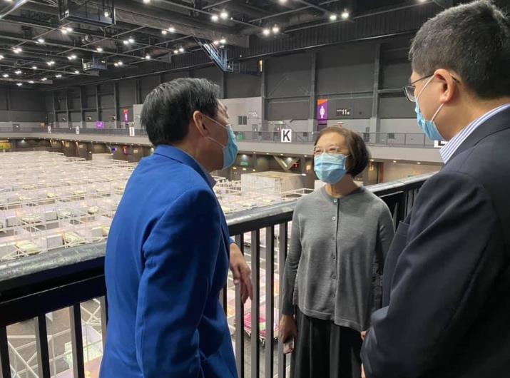 陳肇始今早和發展局局長黃偉綸到亞博館作實地視察。(陳肇始FB圖片)