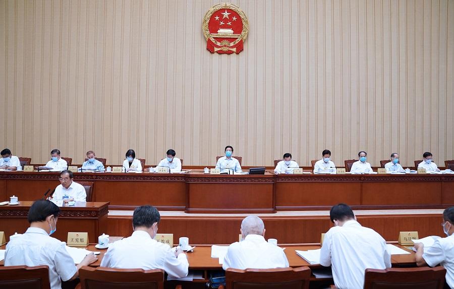 人大常委會全票通過《國務院關於提請全國人民代表大會常務委員會就香港特別行政區第六屆立法會繼續運作作出決定的議案》。