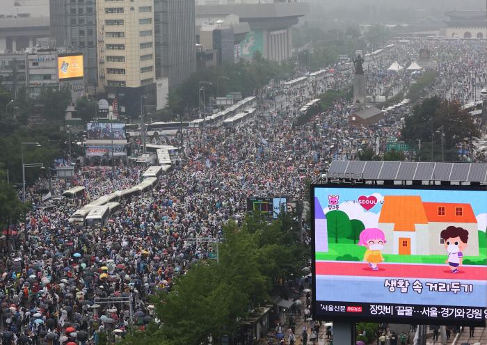 8月15日,「愛第一」教會信徒參與光化門集會。(韓聯社)