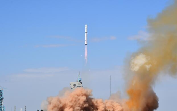 長征二號運載火箭執行發射任務(中新社資料圖片)